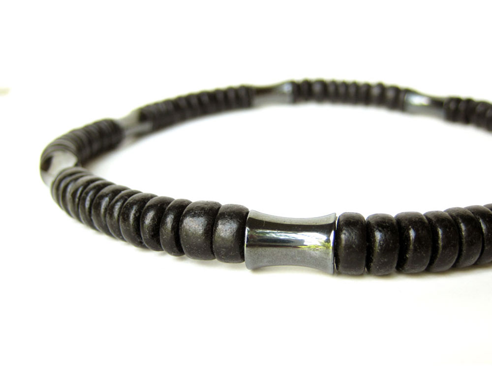 hematite men Magnetic hematite mood ring this is an amazing mood ring which makes a wonderful gift this is fantastic ring as it is a mood ring and magnetic so double the amount of fun.